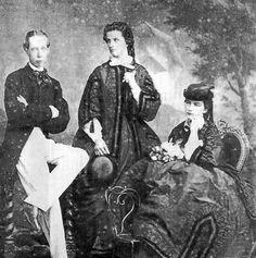 Maria Sofia a destra,Matilde.a sinistra il cognato Vittorio