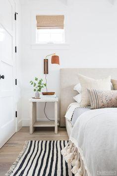 Lovely modern bedroom with cozy texture #coastal #bedroomdesign