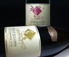 """El celler Cal Batllet se creó en el año 2000 con la restauración del antiguo """"celler"""" familiar situado en Gratallops. La producción proviene exclusivamente del cultivo de viñas própias de hasta 100 años de antigüedad.  Las golondrinas de Gratallops """"Escanya-Vella"""" y """"5-partides"""" són una muestra del paisaje habitual del celler Cal Batllet. www.girafadigital.com #catalanwine #labeldesign #winepackaging"""
