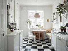 There's nothing like a warm, cheerful kitchen to brighten up mornings (and cosy-up evenings). One of my Mum's friends calls the kitchen 'the engine room of the house' - so true don't you think?! To ro