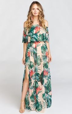 I love this tropical inspired off-the-shoulder maxi dress! This would be perfect for a tropical honeymoon or romantic trip. | Hacienda Maxi Dress ~ Kauai Kisses
