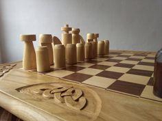 En Etsy: https://www.etsy.com/es/listing/287570223/ajedrez-artesanal