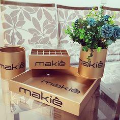Consultoras Makiê e amantes da marca como eu, olha que novidade 😀 kit  completo de maquinagem, porta pincéis, porta batons caixinha para bases e pó e um vasinho decorativo 😍🌟🔝@denizeferoliver #decoração #decor #peçasfinas #personalizados #perfumes #PORTATRECOS #portabiju #PORTAPÍNCEIS #MAKE #makeup #inlove #interiores #ambiente #instalove #instasize #makiê #uniquepecasdecorativas  whats 44- 99448584
