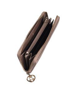 Pochette GUCCI in pelle colore rosso, MADE IN ITALY, chiusura a zip, interno foderato, catenella a mano.