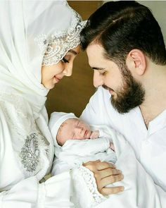 Beautiful family photo of a Muslim couple with new baby Cute Muslim Couples, Muslim Girls, Cute Couples, Muslim Wedding Dresses, Muslim Brides, Couple With Baby, Cute Quotes For Him, Muslim Couple Photography, Islam Marriage