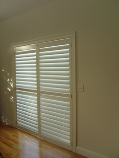 Exceptionnel Horizontal Blinds For Sliding Glass Doors Also A Neat Way To Hang Holiday  Cards Of All Sorts!
