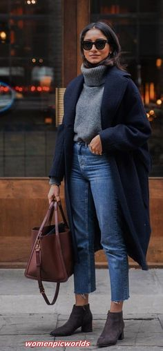 boots bag jeans grey turtleneck sweater navy blue coat Source by alexlowles outfit Looks Street Style, Looks Style, Classy Street Style, Edgy Chic Style, Classy Style, Street Look, Simple Style, Boho Style, Fall Winter Outfits