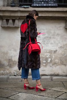 The Best Street Style Looks From Milan Fashion Week Fall 2018 - Fashionista Milan Fashion Week Street Style, Fashion Week 2018, Street Style Trends, Latest Street Fashion, Milan Fashion Weeks, Autumn Street Style, Casual Street Style, Street Style Looks, Street Style Women