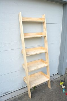 How to Build a DIY Leaning Ladder Shelf (Step by Step Guide DIY leaning book shelf. Can leave off the side pieces, but they look quite useful. Can also angle the top of the side arms so that there is more contact with the wall at the top. Leaning Ladder Shelf, Ladder Shelf Decor, Ladder Bookshelf, Diy Ladder, Book Shelf Diy, Bathroom Ladder Shelf, Diy Regal, Wooden Shelves, Diy Shelving