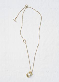 Dot pearl pendant in