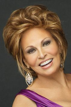 The Opening Act by Raquel Welch is a gorgeously styled short wig that's designed to frame your face and highlight your best features. Rachel Welch, Synthetic Lace Front Wigs, Synthetic Wigs, Wilshire Wigs, Raquel Welch Wigs, Natural Hair Styles, Short Hair Styles, Short Bob Wigs, Divas