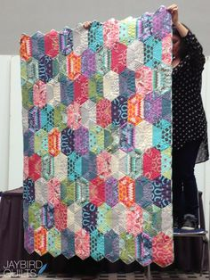 Fall 2013 Quilt Market - Recap #1 | Jaybird Quilts Quilting Tutorials, Quilting Projects, Quilting Designs, Hexagon Pattern, Hexagon Quilt, Jaybird Quilts, Fall Quilts, Quilted Pillow, Machine Quilting