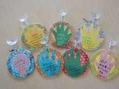 0歳手形で作るメダル☆ -父の日手作りアイデア