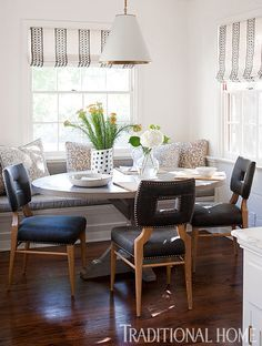 Cabinets were removed in favor of a banquette in the sunlit breakfast room. Photo: Michael Garland / Design: Heidi Bonesteel and Michele Trout