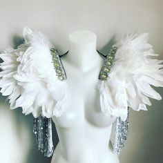 Super fly, white and silver feather wings with sequin tassel and . Carnival Outfits, Carnival Costumes, Dance Costumes, Cosplay Costumes, Silver Wings, White Wings, Festival Outfits, Festival Clothing, White Bridal
