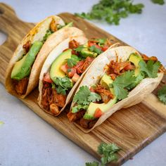This is my first Taco Tuesday post and after my vegan jackfruit tacos recipe I have for you this week, it won't be the last! Ever since the beginning of the year we have been looking for more quick, easy and healthy recipes.