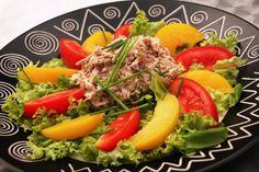 Zeleninovo-ovocný šalát s tuniakom
