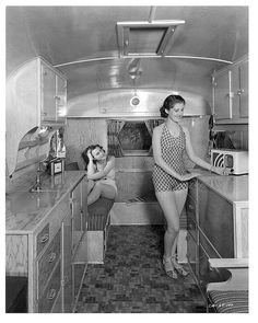 Caravan interior, probably a Airstream. Source by HouseNextDoor Related posts: No related posts. Vintage Campers Trailers, Retro Campers, Cool Campers, Vintage Caravans, Camper Trailers, Happy Campers, Classic Campers, Classic Trailers, Trailer Park
