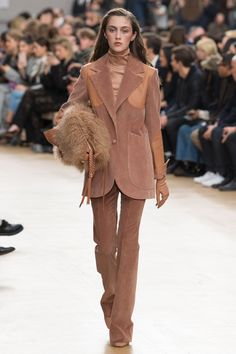 http://www.vogue.com/fashion-shows/fall-2017-ready-to-wear/nina-ricci/slideshow/collection
