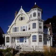 Victorian homes feature steeply pitched roofs, asymmetrical floor plans, and multitextured and multicolor exterior walls. Victorian Architecture, Beautiful Architecture, Beautiful Buildings, Beautiful Homes, Architecture Design, Beautiful Beach, Victorian Design, Victorian Homes, Victorian Life