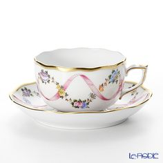 This cup and saucer is beautiful, very dainty. Coffee Set, Coffee Cups, Tea Cups, China Cups And Saucers, Teapots And Cups, Rose Tea, My Cup Of Tea, Tea Cup Saucer, China Porcelain