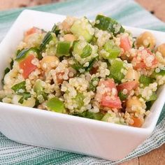 - Mini tabbouleh of quinoa with smoked salmon Veggie Recipes, Cooking Recipes, Healthy Recipes, Healthy Food, Alkaline Diet Recipes, Coconut Curry, Cook At Home, Cata, Mini