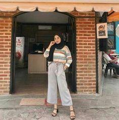 Style hijab remaja muslim ideas Source by saradweek Outfits hijab Hijab Casual, Ootd Hijab, Modest Fashion Hijab, Modern Hijab Fashion, Street Hijab Fashion, Hijab Chic, Muslim Fashion, Fashion Outfits, Style Fashion