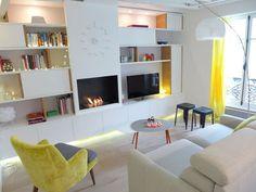 Aussi cosy que design, ce petit salon est accueillant et cela malgé la dominance de blanc.