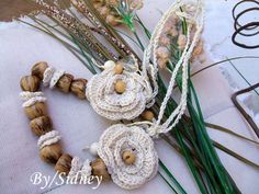 Sidney Artesanato: Colar coquinho e flores de crochet.