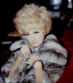 Phyllis Diller is listed (or ranked) 14 on the list The Funniest Female Comedians of All Time The Power Of Vulnerability, Female Comedians, Funny Comedians, Phyllis Diller, Self Deprecating Humor, Carol Burnett, Star Wars, After Life, Five Star
