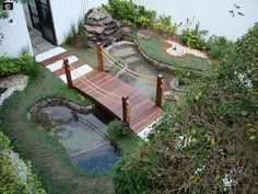 Imagem: laguinho c/ ponte Small Water Gardens, Back Gardens, Outdoor Gardens, Ponds Backyard, Backyard Patio, Backyard Landscaping, Backyard Ideas, Garden Waterfall, Waterfall Fountain