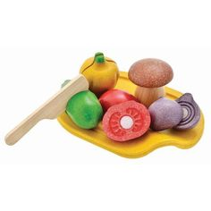 Have you been searching for wooden play food? Check out this Assorted Vegetable Set by Plan Toys and a large range of wooden play food at Knock On Wood Toys! Baby Laden, Eco Brand, Sports Games For Kids, Cucumbers And Onions, Plan Toys, Non Toxic Paint, Play Food, Pretend Play, Pretend Food