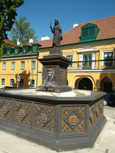Isisbrunnen Mansions, House Styles, Home Decor, Fountain, Decoration Home, Manor Houses, Room Decor, Villas, Mansion