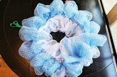 Recently, I saw a deco mesh wreath that had the mesh attached in such a fun and fluffy way that I inspected it to see how it was d. Mesh Ribbon Wreaths, Christmas Mesh Wreaths, Deco Mesh Wreaths, Christmas Crafts, Deco Mesh Crafts, Wreath Crafts, Diy Wreath, Tulle Wreath, Burlap Wreath Tutorial