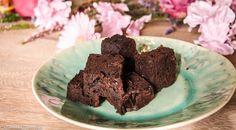 Suikervrije Brownies - Dit recept bevat geen suiker, geen lactose én geen gluten, maar deze brownies hebben wel een heerlijke, volle cacaosmaak.