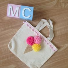 Felt Crafts, Fabric Crafts, Diy And Crafts, Crafts For Kids, Embroidery For Beginners, Sewing Projects For Beginners, Woolen Flower, Pochette Diy, Diy Bags No Sew