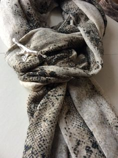 Transparent Sculptural Jewelry/Barcelona-Designed and handmade by Marta Roura. Acqua Collection: Broche inspirado en un ornitorrinco, pieza única hecha a mano en plata de ley.