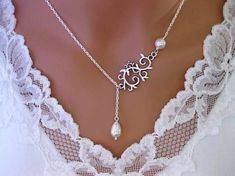 Lace, silver and pearls.....I just love this!!