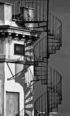 Black and White Spiral Staircase - just love the ease and lightness of this staircase. Not to mention the shadows and the details in the picture.