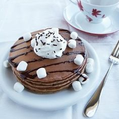 Hot Cocoa Pancakes 19 Nifty New Ways to Use Hot Cocoa Packets via Brit + Co. Yummy Pancake Recipe, Tasty Pancakes, Pancakes And Waffles, Breakfast Pancakes, Pancake Recipes, Pancakes Kids, Pancake Ideas, Hot Chocolate Pancakes, Hot Chocolate Mix