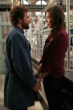 Bones Season 2 - Player under Pressure | Michaela Conlin as Angela Montenegro T.J. Thyne as Dr. Jack Hodgins