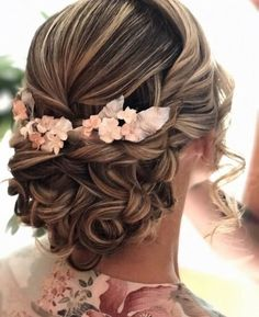 Vintage Hairstyles Tutorial 38 Chic Vintage Wedding Hairstyles for Young Women - For the low-key bride, the wedding-day hair may fall low on the list of priorities. Wedding Hairstyles For Long Hair, Bride Hairstyles, Vintage Hairstyles, Indian Hairstyles, Hairstyle Ideas, Amazing Hairstyles, Chic Hairstyles, Makeup Hairstyle, Wedding Updo