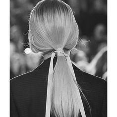 Christian Dior SS 16, detail from catwalk. Raf Simons last collection for the house. @rafsimons.official @dior #catwalk #favoritedesigner #creativedirector #visionary #contemporary #directional #style #fashion #mode #moda #hairstyle #ribbon #stylist #fashiondesigner #research #concept #development #beautiful #styleblog #styleblogger #bloggerstyle #ootd #designer #freelance #work #stylegram #dior #rafsimons #designmule