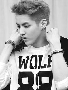 kris may have left exo but he still cute Kris Wu, Wu Yi Fan, Raining Men, Exo Members, Kpop, Exo K, Tvxq, Looks Cool, Models