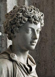 Escultura romana antigua que muestra el joven Marcus Aurelius . 139-144 dC , Museo Capitolio.  (Elsy Torres)