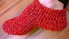 Crochet Accessories, Knitting Socks, Fingerless Gloves, Arm Warmers, Slippers, Knit Crochet, Crafts, Clothes, Crochet Ideas