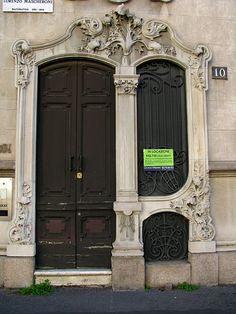 Art Nouveau door, Milan, Italy | Flickr: Intercambio de fotos