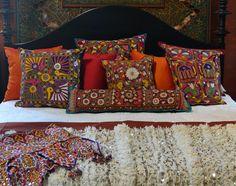 Love the global mix. Gujarati pillows, Moroccan handira, a mirror work Toran - all just arrived at Tierra Del Lagarto Indian Bedding, Home Entrance Decor, Ethnic Decor, Indian Textiles, Indian Home Decor, Inspired Homes, Decoration, Luxury Bedding, Bedroom Decor