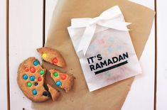 Stumped on how to decorate for Ramadan? Take to these DIY crafts for a modern twist! Eid Crafts, Ramadan Crafts, Ramadan Decorations, Eid Hampers, Happy Eid Mubarak, Ramadan Mubarak, Muslim Holidays, Eid Party, Ramadan Activities