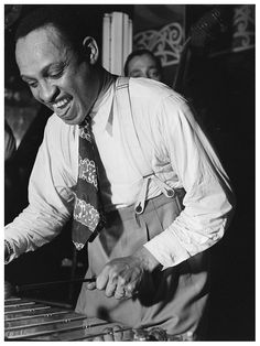 Lionel Hampton, Aquarium, New York, (William P.Gottlieb) 1946